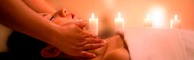 Un massage du visage, des mains et du corps